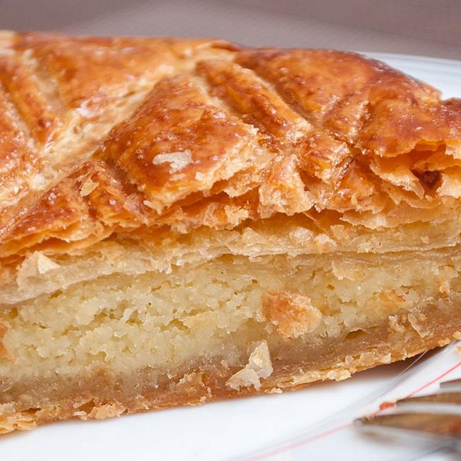 Egyszerű mandulatorta leveles tésztából – Megúszós süti, csak a töltelékkel van munka