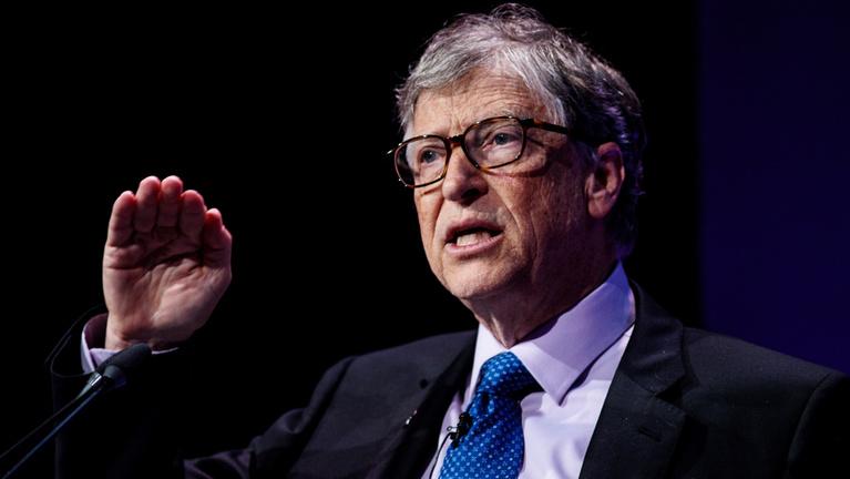 Miért barátkozott Bill Gates egy pedofillal?