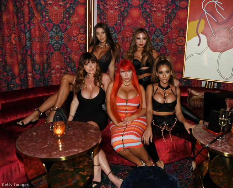 Ők pedig: Masha Diduk, Sophie Dee, Amanda Nicole, Michelle Abru, and Jasmine Lishnoff