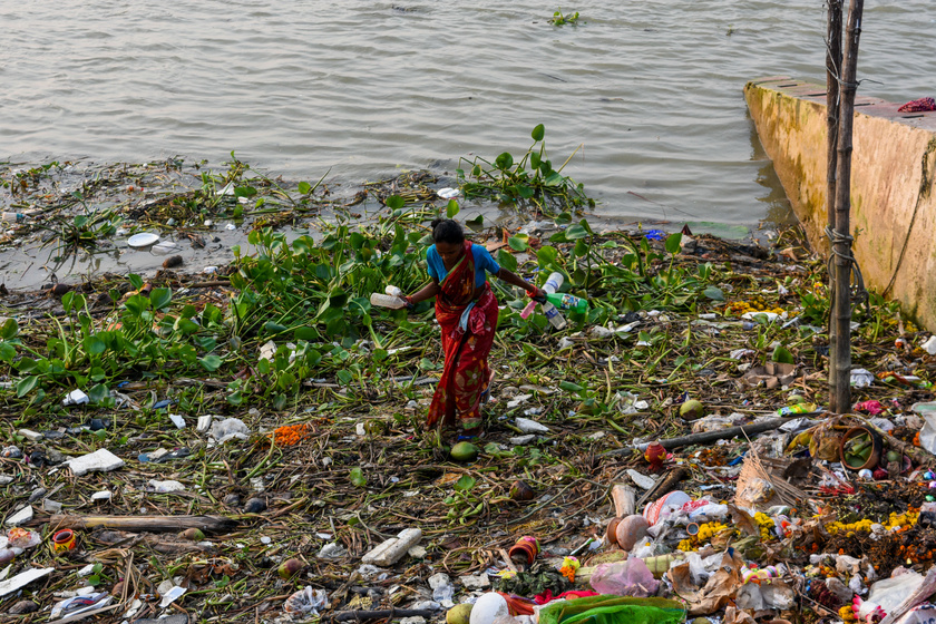 India legszentebb folyója, a Gangesz minden évben előkelő helyen végez a listán - nem véletlenül. Nemcsak a szennyvíz, hanem sok helyen a hulladék is ide ömlik, így fertőzések és betegségek melegágya.