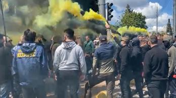 Összetűztek az ukrán- és oroszbarát tiltakozók Kijev központjában