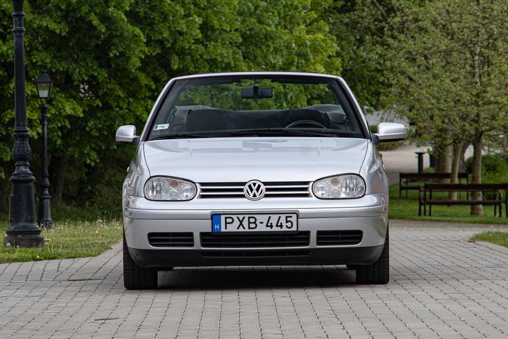 Az orrát a Golf IV-hez igazították. A komplex lámpatestben lakik az index és a ködfényszóró is