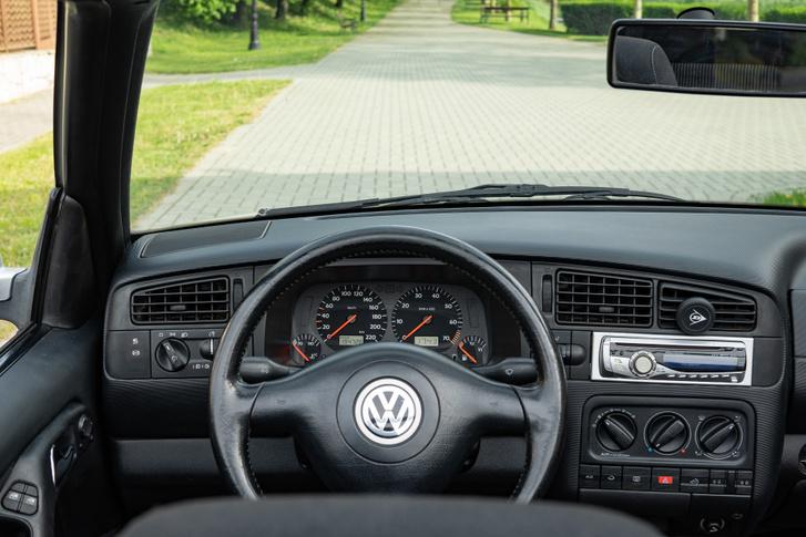 Golf III cockpit új kormánnyal