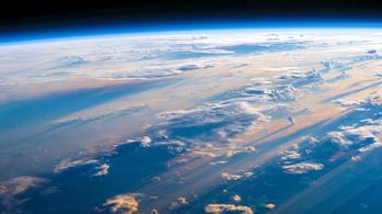Az üvegházhatás miatt zsugorodik a sztratoszféra