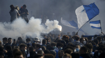 Összecsaptak a rendőrökkel a feljutást ünneplő Bochum-szurkolók