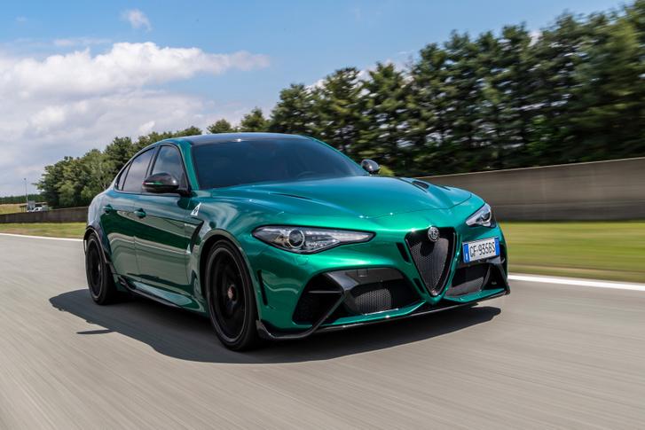 Épp a napokban dobta piacra az Alfa a Giulia GTA változatát. Valószínűleg ez a Giorgio padlólemez hattyúdala