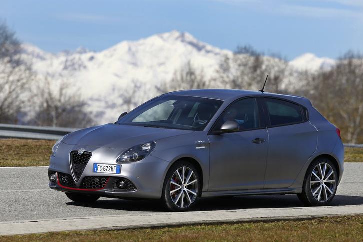 Évtizedes megszakításokkal háromszor használta az Alfa  Giulietta nevet. Egyik sem élt többet tíz évnél. A legutóbbi sem