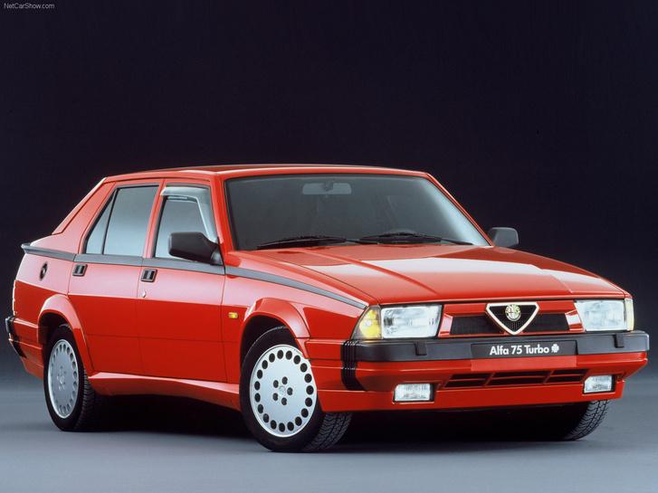 Számos márkarajongó vallja, hogy a Fiat egyesülés előtt készült 75-ös volt az utolsó igazi Alfa. A jelenlegi Giulia készül ismét egyedi padlólemezre - vesztére