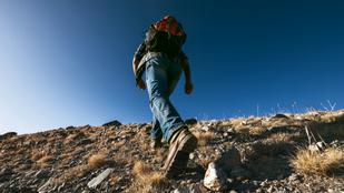 Túrázás, hegynek fel: ha jó technikával mész, könnyebb lesz a hegymenet