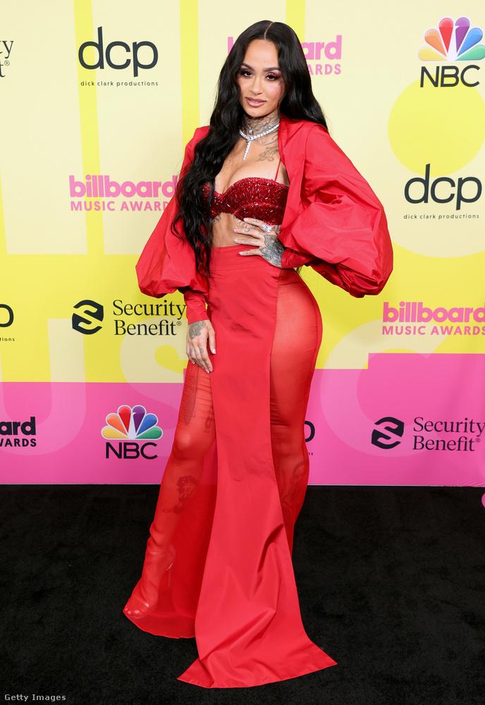 Még egy énekesnő vörösben: ő Kehlani