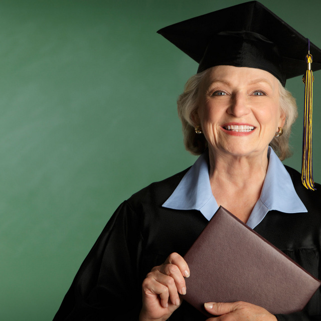 77 évesen vette át a doktoriját - Képeken 6 nem hétköznapi nagymama