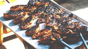 Grillezés: mennyire veszélyes az egészségre az odaégett hús?
