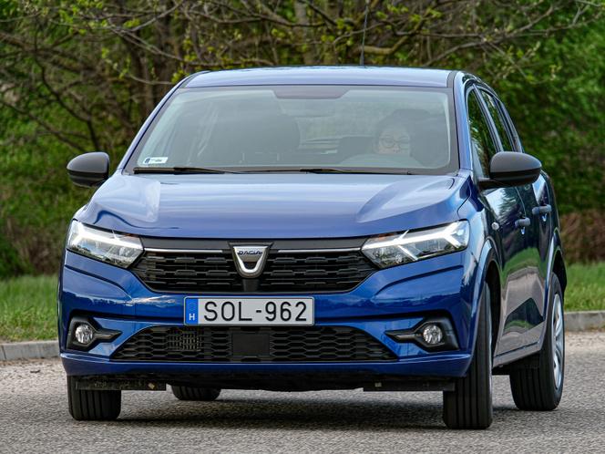 A Dacia kivétel, ami a francia anyacégére támaszkodva használja ki a legolcsóbb szegmensben támadt vákuumot. 3,5 millió forintért kínálják a Sanderót. Fotó: PappTibor