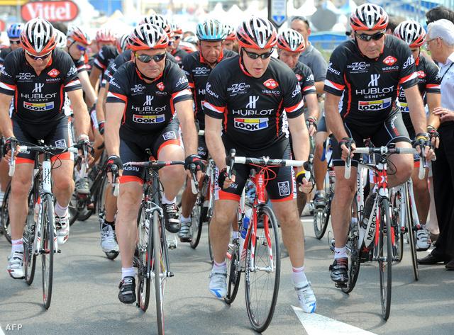 Pocakos tour-legendák biciklin: Hinault és Merckx a monacói herceggel egy jótékonysági eseményen