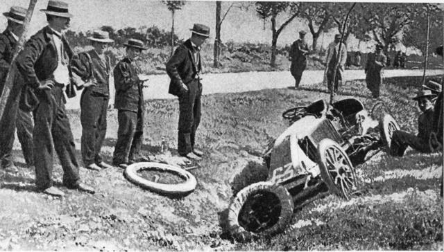 Marcel Renault autója a szerencsétlenség színhelyén