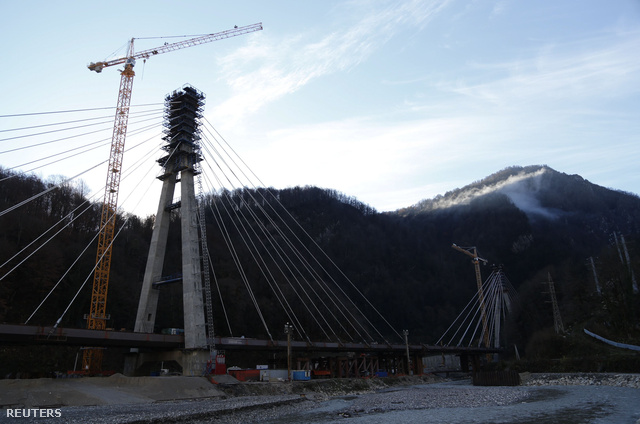 A Krasznaja Poljanához új hidakat és utat is építenek.