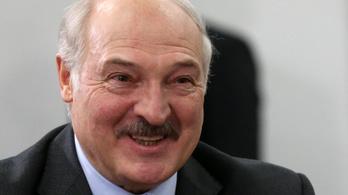 A belarusz elnök szerint a leszállásra kényszerített repülőgép személyzete maga döntött a landolás mellett