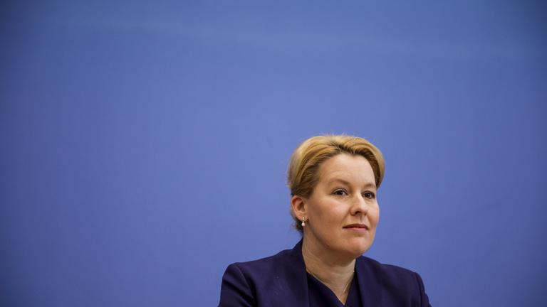 Újabb német miniszter karrierjét törte ketté a plágiumbotrány