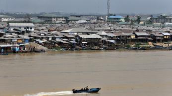 Aranyat szállító hajó süllyedt el Nigériában, több mint százan eltűntek