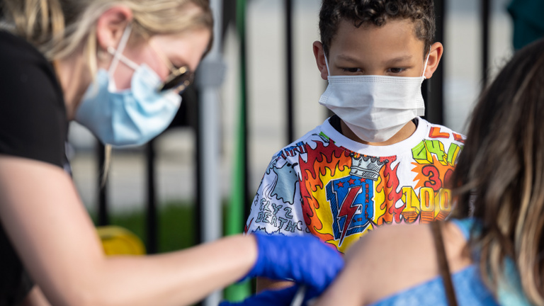 Vakcinaforradalom: napirenden a gyermekek oltása