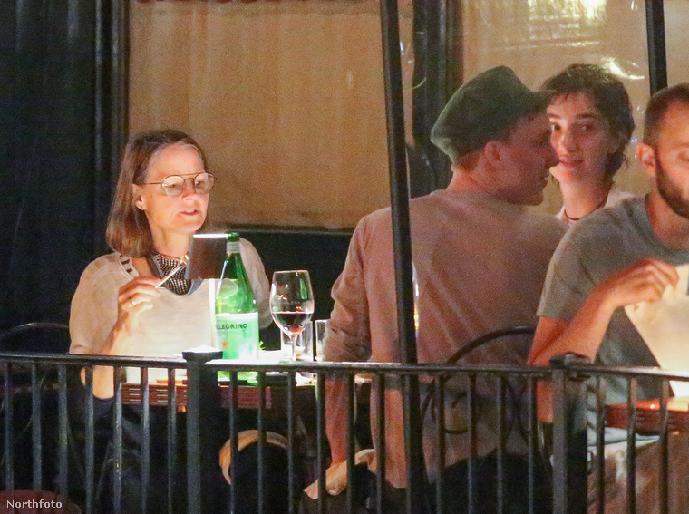 Hogy pontosan hányan vettek részt a vacsorán, nem részletezték, de a képek alapján úgy tűnik, Cydney Bernarddal közös,Christopher és Charles nevű fiai biztosan ott voltak.Előbbi 19 éves, utóbbi 22