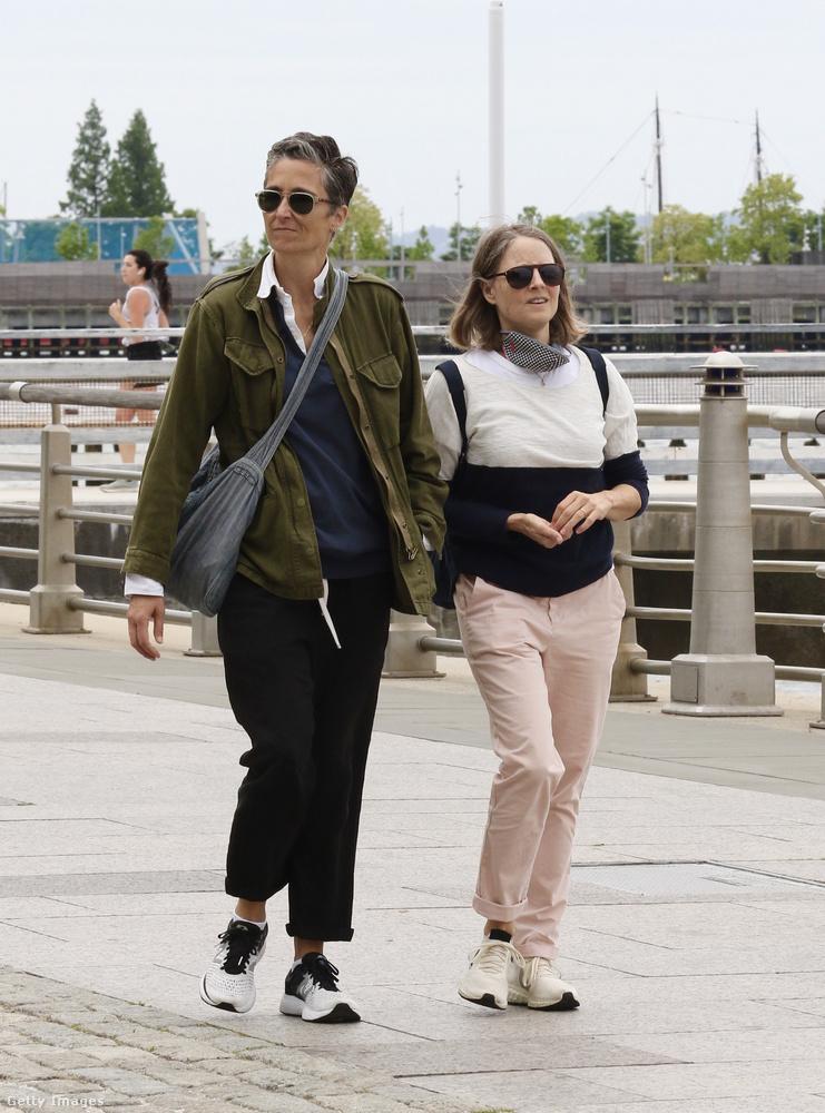 Május 24-én a feleségével, Alexandra Hedisonnal sétált egyet New Yorkban (történetesen nem messze Leonardo DiCaprio ottani lakásától)