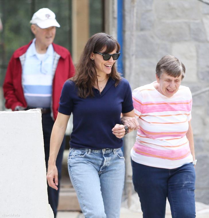 Jennifer Garner színésznő május 25-én elvitte a szüleit a készülő házához