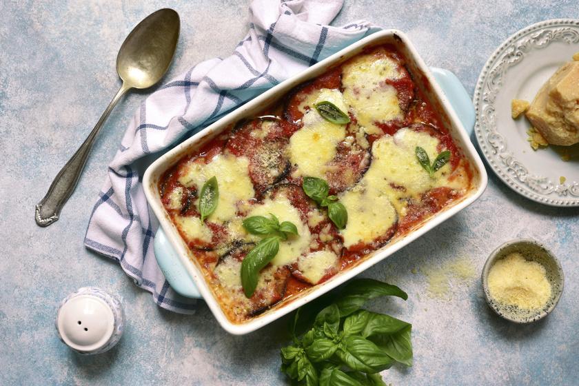 Így készül az olaszok rakott padlizsánja: mozzarellával, paradicsomszószban sütve