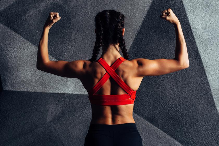 8 igazán hatékony hátizom-erősítő gyakorlat otthonra: nemcsak szépen formál, de a hátfájáson is sokat segít
