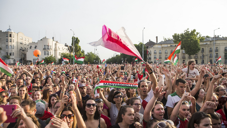 A foci-Eb mentheti meg a budapesti szállodák nyarát