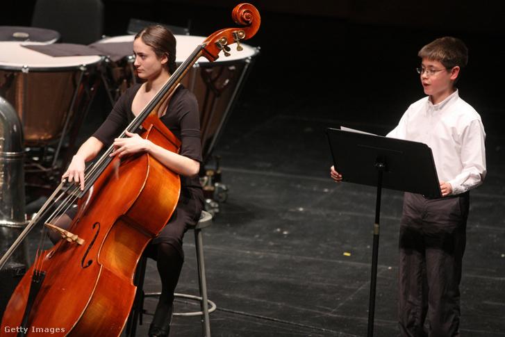 Augie Regger fiú szoprán előadása a New Julliard Ensemble-el New Yorkban, 2014 január 24-én