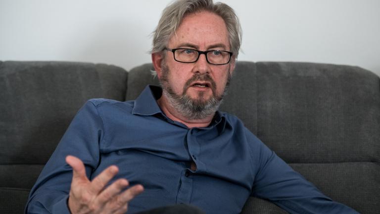Ő rendezi a Gyurcsány-filmet: Keith English szerint a hatalom morális kérdés