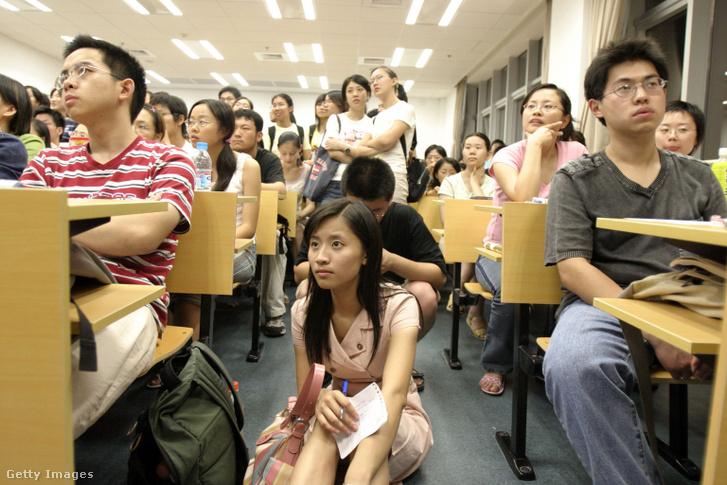 Előadás a sanghaji Fudan egyetemen