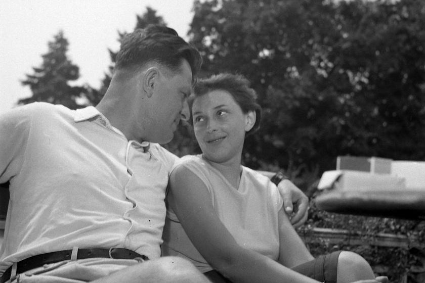 Karinthy Ferenc és felesége, a jómódú polgárcsaládból származó Boros Ágnes gyerekkoruktól ismerték egymást.