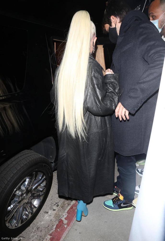Van néhány olyan híres nő, akik nagyon hosszú hajjal élik a mindennapjaikat