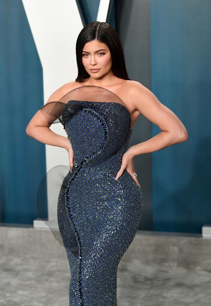 Kylie Jenner terhessége sem került sokáig a világ tudtára, ám ennek üzleti okai is voltak: a celeb azt szerette volna, ha a reality-je, a Life of Kylie még egy évadot kap, hiszen a terhességére és a szülésére biztosan mindenki kíváncsi lesz