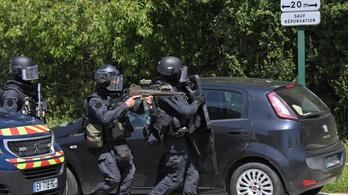 Késes támadás a francia rendőrőrsön, megsebesült egy rendőrnő