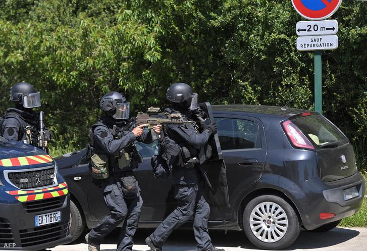 A Nemzeti Csendőrség tagjai La Chapelle-sur-Erdre-ben 2021. május 28-án