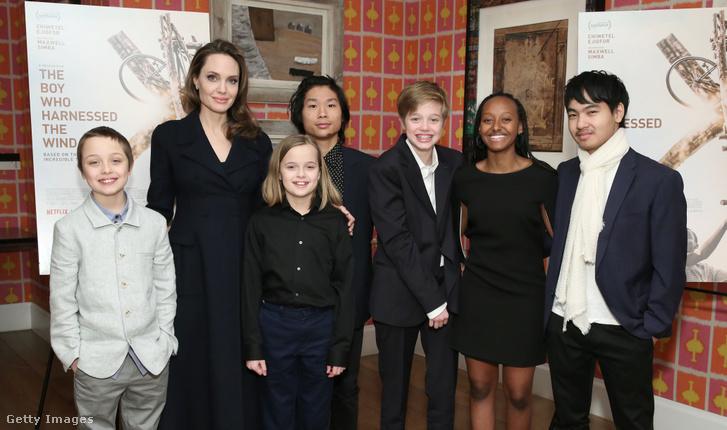 Knox Leon Jolie–Pitt, Angelina Jolie, Vivienne Marcheline Jolie–Pitt, Pax Thien Jolie-Pitt Shiloh, Nouvel Jolie–Pitt, Zahara Marley Jolie–Pitt és Maddox Chivan Jolie