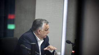 Orbán Viktor egy önironikus mosollyal azt mondta, ő is bérből és fizetésből él