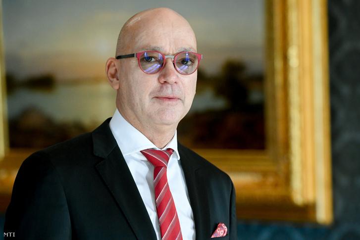 Péterfalvi Attila a Nemzeti Adatvédelmi és Információszabadság Hatóság elnöke a Sándor-palotában 2020. október 28-án miután Áder János köztársasági elnöktől átvette a kinevezését