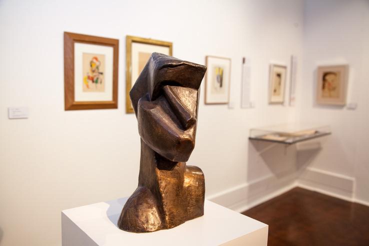 Csáky József: Kusbista fej, 1914., bronz, 38,5 cm, Galerie Le Minotaure, Párizs
