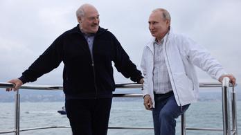 Lukasenko megnézte Putyinnal a delfineket, és szerzett 500 milliót