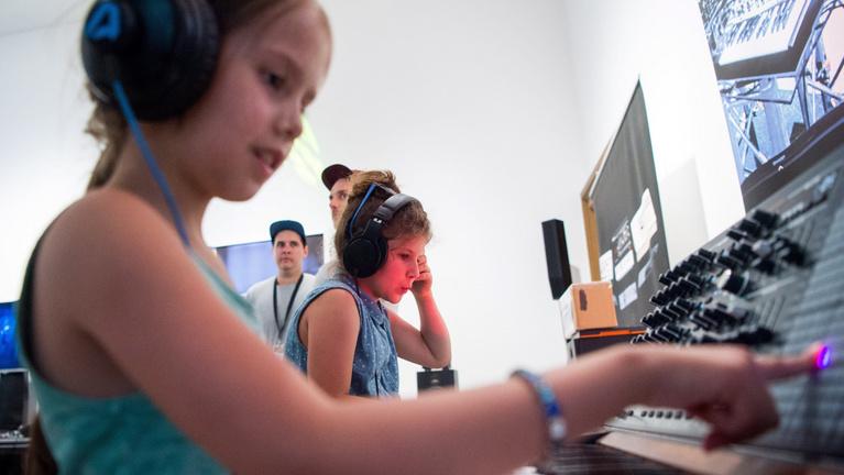A zajtól, amiben élünk, drasztikusan romlik a gyerekek hallása