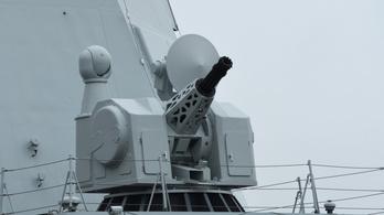 Ágyúszörnyet tesztel a kínai haditengerészet