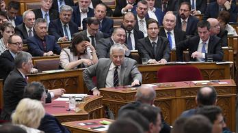 Bürokráciacsökkentés helyett megduplázták a minisztériumok apparátusát
