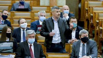 Jakab Péter börtönválogatottat, Orbán Viktor bohócokat emleget
