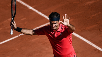 Federer sikerrel tért vissza, a második kiemelt először nyert a Garroson