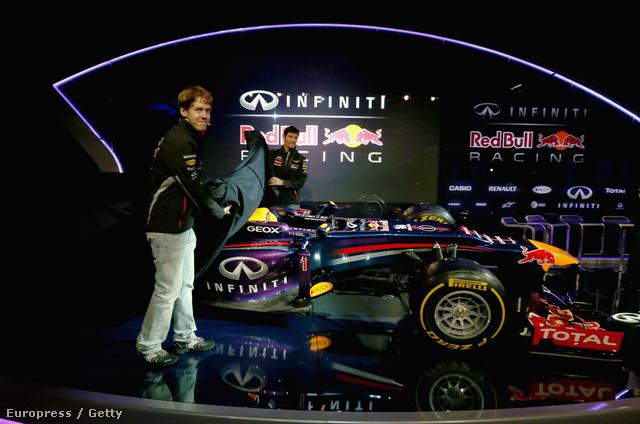 A legfeltűnőbb, hogy a Lotushoz hasonlóan, és a McLarennel, a Ferrarival, a Force Indiával és a Sauberrel szemben megmaradt a kacsaorra, Adrian Newey főmérnök sem használta a választhatóan beépíthető kozmetikai elemet, ami eltűntetné a lépcsőt az orrkúpon.