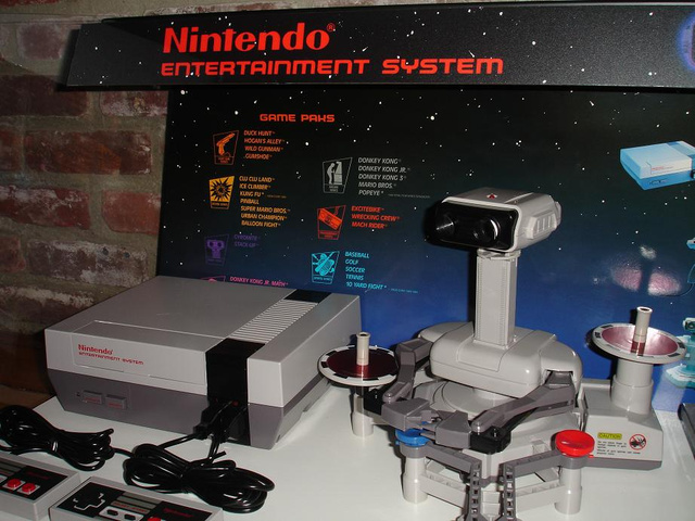 Nintendo-M9-ROB-NES-Store-Display-6